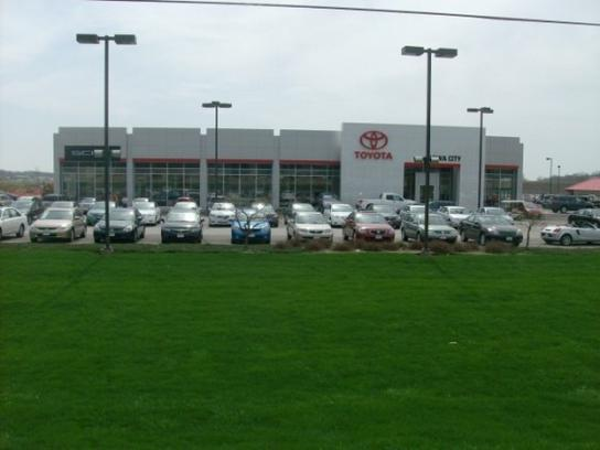 Toyota Iowa City >> Toyota Of Iowa City Car Dealership In Iowa City Ia 52245