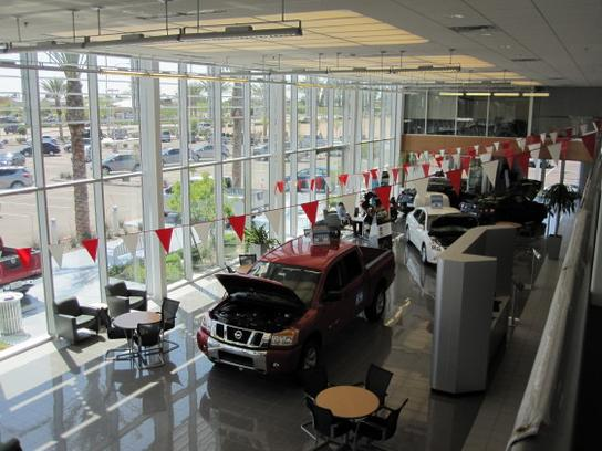 Larry H. Miller Nissan Mesa Car Dealership In Mesa, AZ 85201 | Kelley Blue  Book