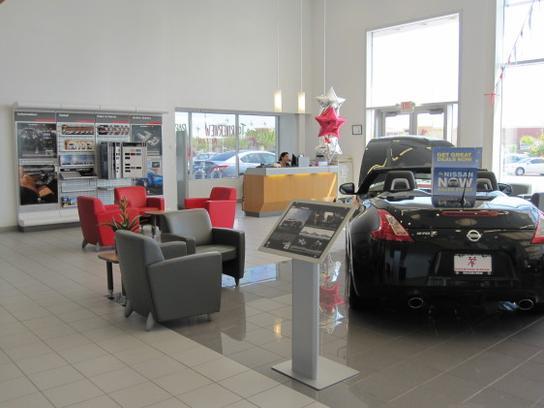 Larry H. Miller Nissan Mesa car dealership in Mesa, AZ 85201 ...