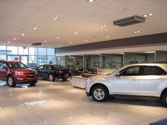 Hamilton Chevrolet car dealership in Warren, MI 48092 | Kelley Blue