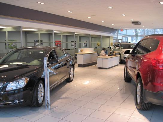 Hamilton Chevrolet car dealership in Warren, MI 48092 | Kelley Blue