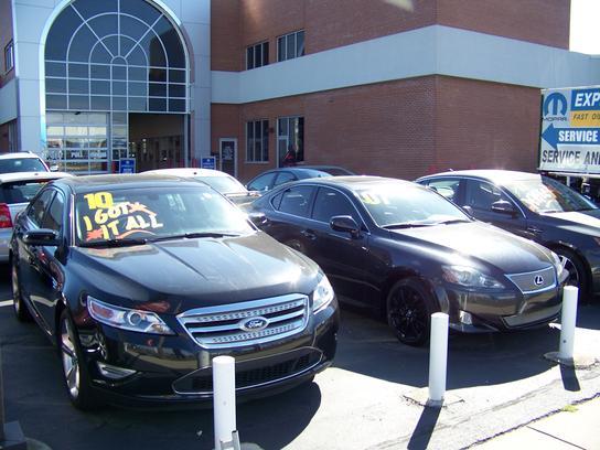 Napleton's River Oaks Chrysler Jeep Dodge car dealership in Lansing