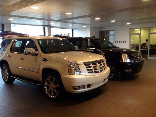 Crest Cadillac car dealership in Nashville, TN 37221 | Kelley Blue