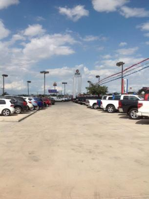 Bluebonnet Chrysler Dodge Ram Pre owned Center 3