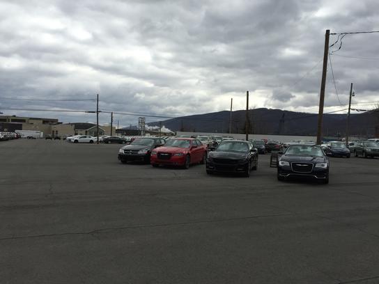 Van Campen Dodge Chrysler Jeep Suzuki car dealership in Williamsport