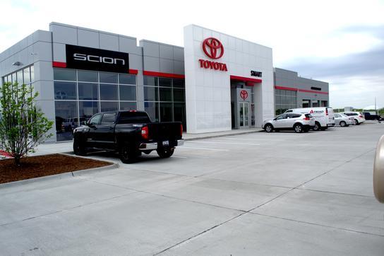 Used Cars Davenport Iowa >> Smart Toyota Quad Cities Car Dealership In Davenport Ia