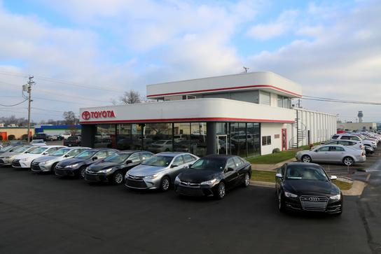 Serra Traverse City Toyota