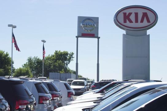 Luther Nissan Kia Car Dealership In Inver Grove Heights, MN 55077 | Kelley  Blue Book