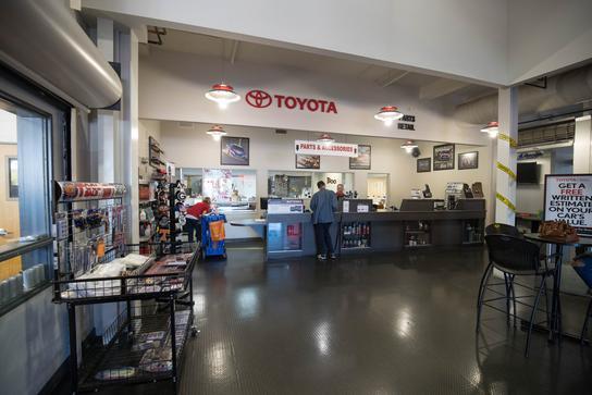 AutoNation Toyota Mall Of Georgia Car Dealership In Buford, GA 30519 |  Kelley Blue Book